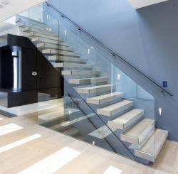 LED, die gerades hölzernes Treppenhaus mit Glasgeländer/Balustrade schwimmt