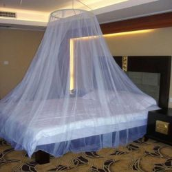 Cama elegante conjunto de la carrocería totalmente en blanco en la cama twin Mosquitera