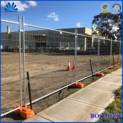 Clôture temporaire de maillage de soudure, de la circulation temporaire de l'escrime, clôture métallique, clôture temporaire en acier galvanisé avec bloc de béton, renfort de base, le séjour, le collier et le chiffon à l'ombre