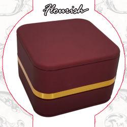 황금 변죽을%s 가진 공상 빨간색 사각 마분지 결혼 반지 포장 선물 상자