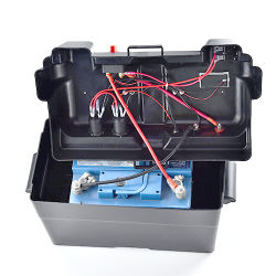 Im Freien Plastikkasten der batterie-12V für das Auto-Marinesolarkampieren