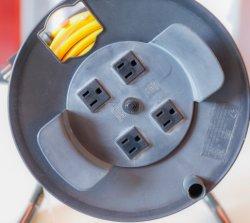 Prise us enrouleur de câble escamotable avec 50m de longueur de câble personnaliser