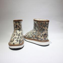 De klassieke MiniSchoenen van de Winter van de Laarzen van het Merk van de Schapehuid van Laarzen Korte