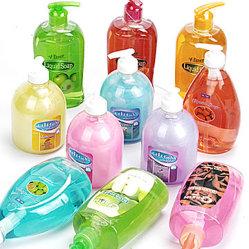 El champú, el cuerpo ducha, jabón de manos