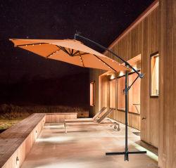 Del lado del patio de 3m sombrilla con 18 equipos en voladizo de la sombrilla de LED de iluminación LED solar al aire libre sombrilla paraguas