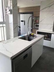 台所または浴室の装飾のためのV201光っている張りめぐらされた人工的な石造りの固体表面のカウンタートップ