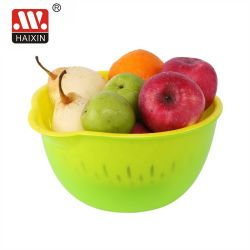 Plastikgrobfilter-Korb mit Filterglocke für das Gemüse und Frucht, die in der Küche sich waschen