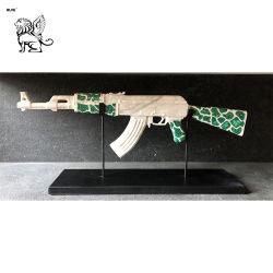Scultura reale Fsy-144 della vetroresina della pistola del Ak47 dell'arma dell'amico del soldato del fornitore della fabbrica