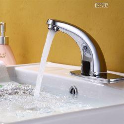 Colpetti automatici sanitari dei rubinetti di acqua del bacino del dispersore della stanza da bagno