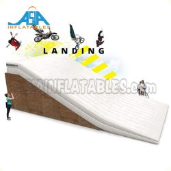 着陸のための着陸の大きいエアーバッグの膨脹可能なエアクッションの膨脹可能なエアーバッグ