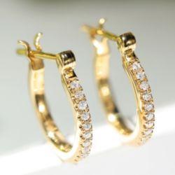 Aro de oro de 18K pendientes de diamantes