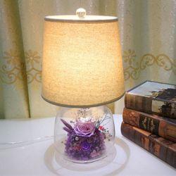 Regime decorativas Flores preservadas no candeeiro de secretária de vidro como dom