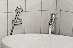 어떤 표준 UK/EU 샤워든지 호스 적합한 조정가능한 온/오프 엄지 레버를 저장하는 물을%s 가진 머리 세척 샤워 꼭지 - 가정 사용과 미용 살롱을%s 완전히 하십시오