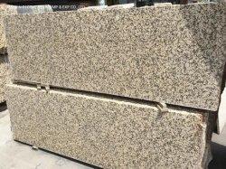 Le lastre mezze di pietra naturali poco costose hanno lucidato il granito cinese di colore giallo/dorato Giallo Fiorito per i controsoffitti della cucina delle mattonelle della parete del pavimento