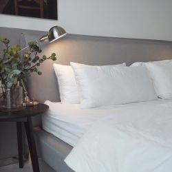 Funda de almohada de algodón de fibra de bambú de lujo con almohadas de relleno de poliéster