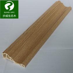 ラインのまわりを回る内部の木製のプラスチック合成物WPC