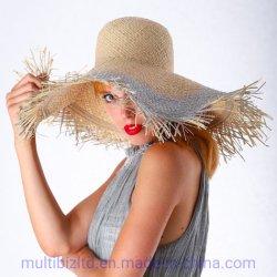 ディストリビューターの女性浜の日光のイタリアデザインハンドメイドのRaffiaのわらプリントカラー帽子