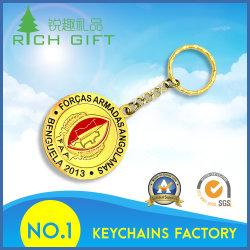 Comercio al por mayor China Custom imitación de metal color dorado antiguo logotipo pirata Calavera llavero con el conector
