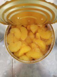 Conserva di frutta fresco dei mandarini in sciroppo