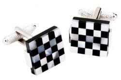 Gemelli di madreperla di disegno della scheda di scacchi