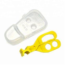Säuglingsnahrung-Schnitt Scissors die Kinder, die Helfer-Küche-Scheren führen