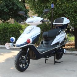 Kundenspezifische Polizei patrouilliert elektrischen Roller
