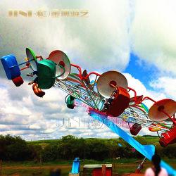 De Openlucht Muzikale Speelplaats van de bevordering en LEIDENE Lichte Schitterende Dubbele Vliegende Stoelen