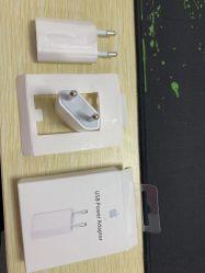 L'Ue bianca di colore tappa l'adattatore di potere di corsa del caricatore della parete del USB per il iPhone per il mackintosh