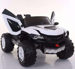 12Vはエヴァの電池式の車輪の革シート車をからかう