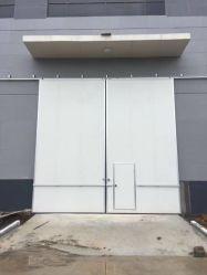 PUパネルの航空機の格納庫のドアを滑らせる自動岩綿サンドイッチ
