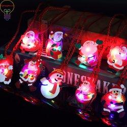 LED se encienden Necklace Santa Claus poco muñeco de nieve parpadear parpadeo del LED decoración regalo juguetes de Navidad colgante colgante para árbol de Navidad
