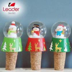 Polyresin Weihnachtsschnee-Kugel mit Wein-Flaschen-Stopper für Weihnachtsdekoration, kundenspezifische Schnee-Kugel