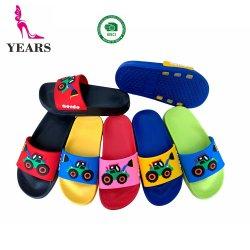 7 couleurs EVA seul avec différents pantoufle supérieure en PVC personnalisés