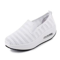 キャンバスのソックスの振動の快適な歩くプラットホームのスリップを高めるHellosportの女性のカスタム適性の動揺の高さは靴を詰め込む