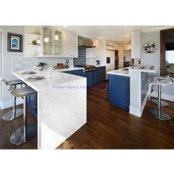 Calacattaかカラーラまたは灰色か純粋で白い水晶台所または浴室または島カウンタートップによって特定のサイズにカットされる構築工学