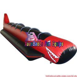 0.9mm PVC防水シート膨脹可能な水ボートの鮫の6人のための膨脹可能なバナナボート