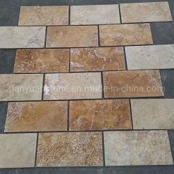 床の石造りのタイルを舗装する黄色いTravertineのスレート