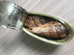 تم بيع المأكولات البحرية المعلبة المقلية المقلية في بيع ساخن