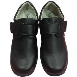 Chaussures en cuir noir du garçon de robe formelle
