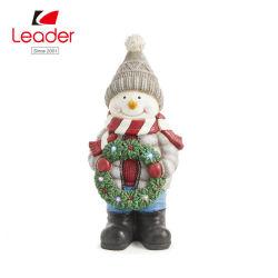La alta calidad Polyresin invierno pregunto Lane el muñeco de nieve con corona de flores Decoración de mesa
