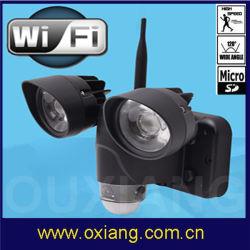 أحدث تقنية 30 م إضاءة مقاومة للماء 720p Video Record WiFi Security كاميرا خفيفة Zr720 كاميرا لاسلكية للرؤية الليلية PIR عالية الضوء