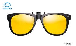 Clip polarizzata vendita calda nera classica sugli occhiali da sole con la donna UV 2140A-O dell'uomo di 400 protezioni di Tac