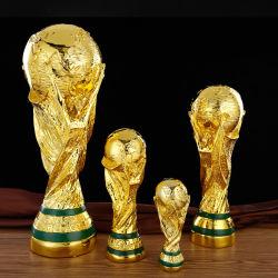 カスタマイズされる2022年のワールドカップのトロフィの国境を越える樹脂のクラフトのフットボール賞の装飾の工場