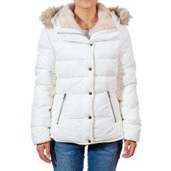 Relleno de la mujer chaqueta corta, con cubierta de piel y pelaje corto en el interior de la espalda.