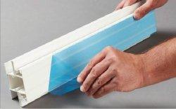 Perfil de aluminio blanco y negro de la cinta protectora
