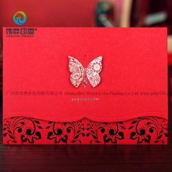 Kaarten van de Overeenkomst van het Huwelijk van de Uitnodiging van de douane de Eigengemaakte Unieke Rode met Vlinder
