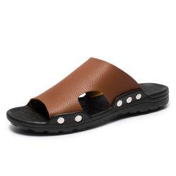 Parte superior em pele de poliuretano macio de moda para não escorregar rebite exclusivo logotipo personalizado Stock Sandals deslize chinelos para homens