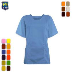 女性の医学の外科衣類はユニフォームをごしごし洗う