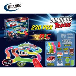 Les enfants de la commande radio électrique lumineux de piste de course de voitures Slot Car