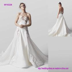 Neckline bordado A - línea alineada del amor de boda